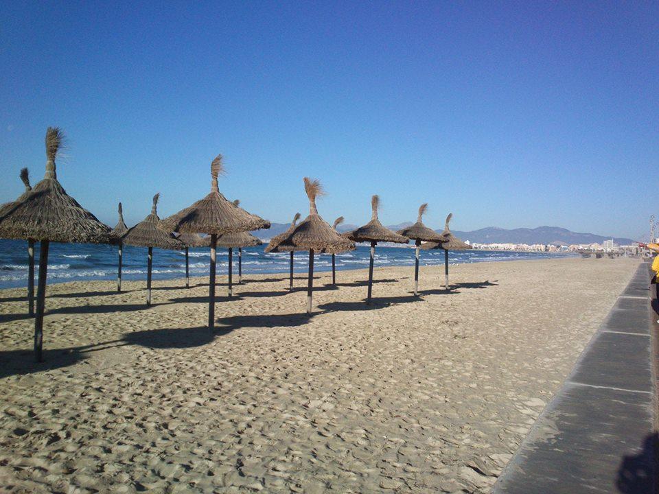... na pláže, na pláže, tam se všechno ukáže ...