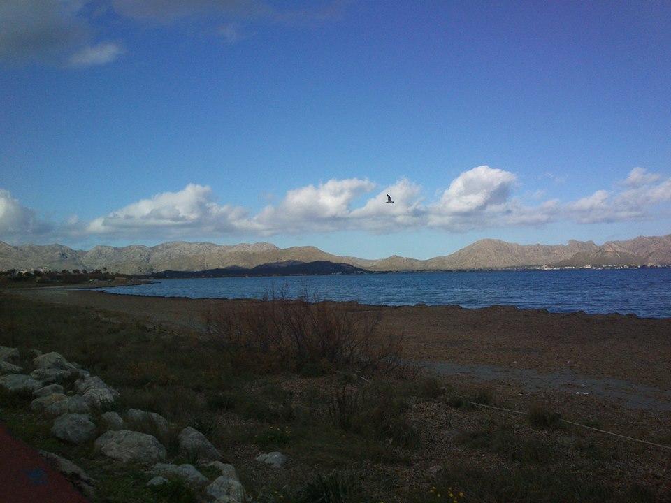 ...Formentor z dálky nevypadá hrozivě...