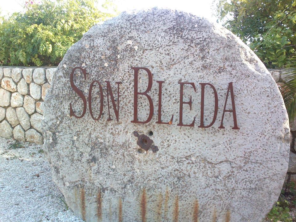 ...u tohoto kamene končí stoupání od Deiá..