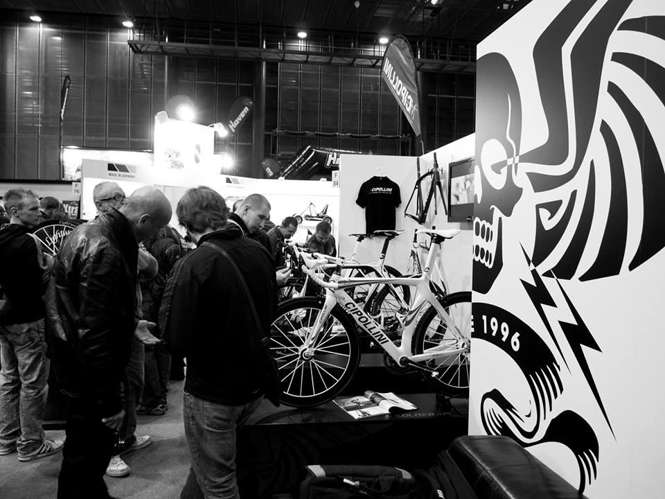 Pokud výše napsanému nevěříte :), navštivte náš stánek na výstavě For Bikes v pražských Letňanech osobně ...