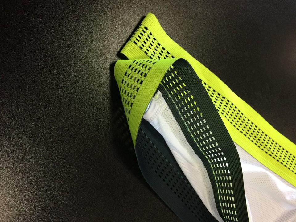 ... kraťasy prošly kompletní změnou. Nové šle, upravená délka předního dílu, reflexní prvky ...