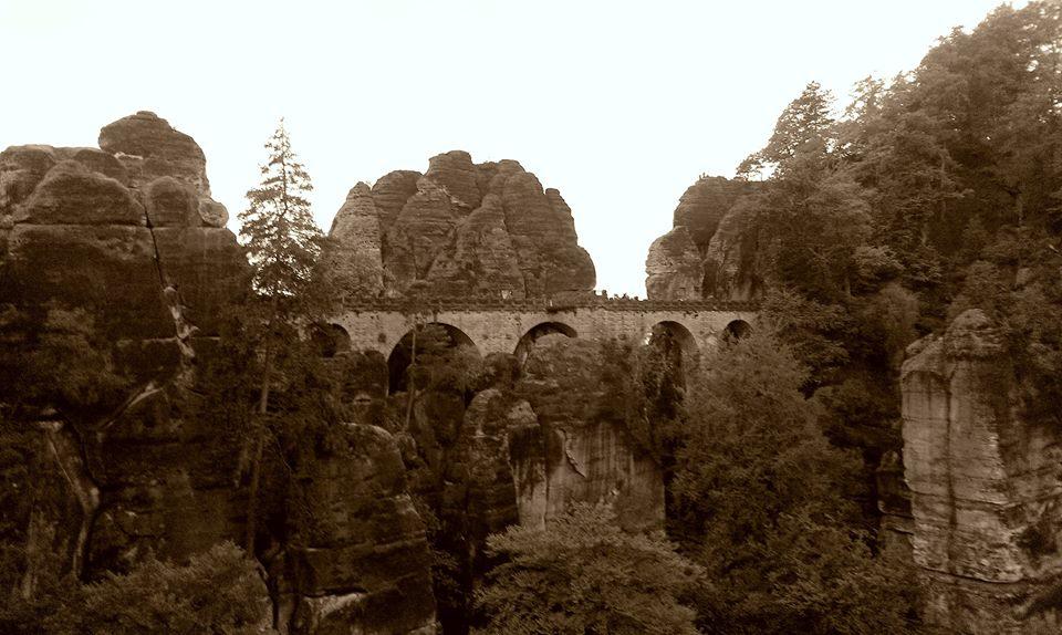 ... skalní most Basteibrücke pochází z roku 1851, kdy nahradil původní dřevěný most z roku 1824 ...