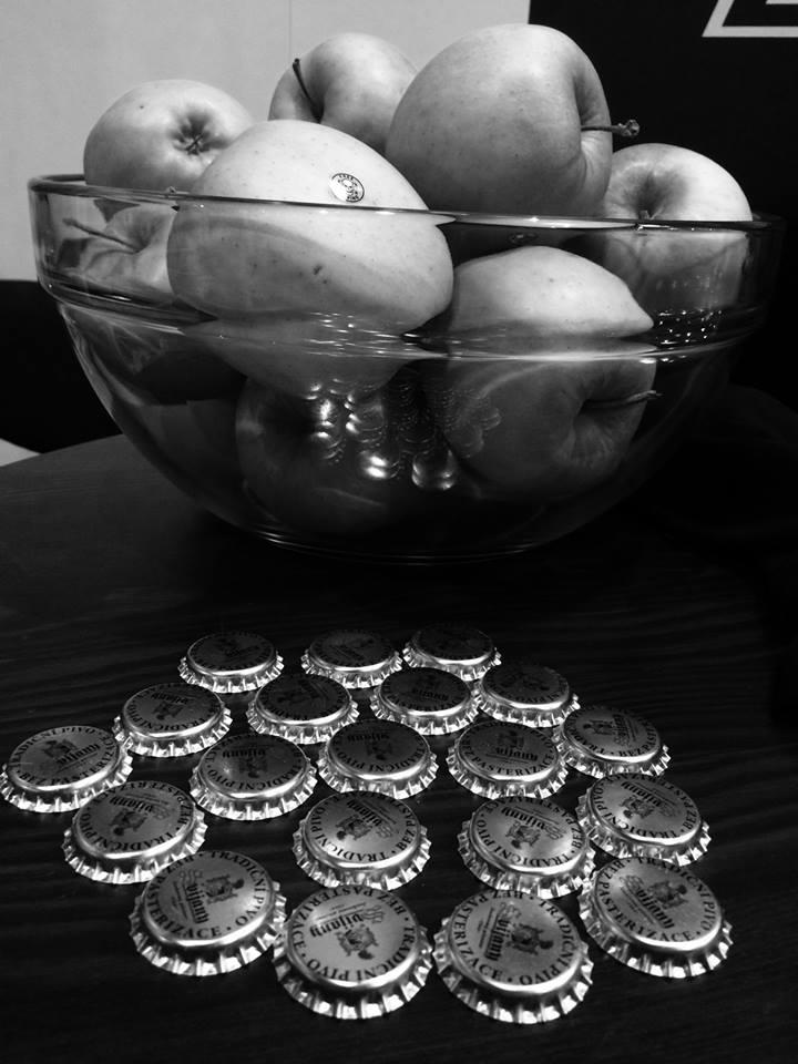 ... pokud jste do sebe nemohli kopnout slivovici, měli jsme zde zdravá zelená jablíčka FREE DOPING ...