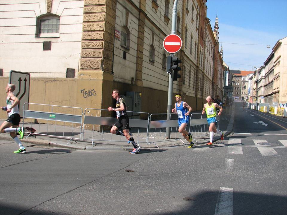 27 kilometr a závod teprve začíná ...