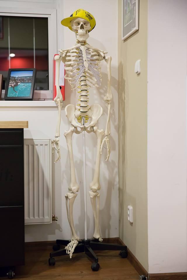 ... přes noc nám to tu vždy ohlídá Mr. Bone ...