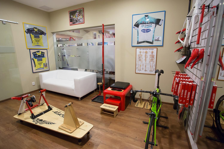 ... samozřejmě nezbytným doplňkem našeho obchodu je i místnost pro nastavení správného posedu ...  http://www.specializedkolokram.cz/bg-fit