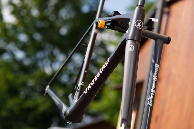... růžová to jistí, i když Giro skončilo a byla by spíš aktuální žlutá ...