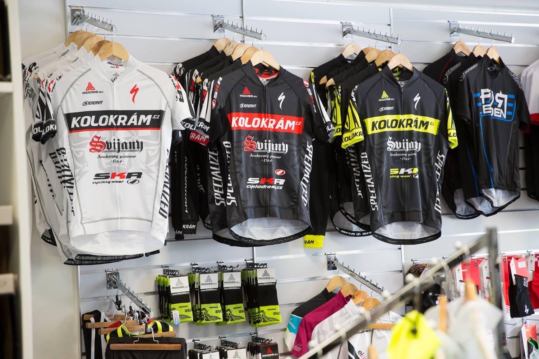 ... naše týmové kolekce pro fanoušky, vyrobené od značky Sýkora ...