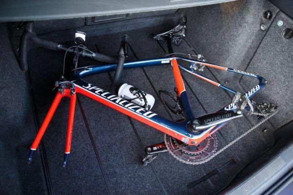 To takhle otevřete cestovní kufřík … a ? Je tam! Bíničův nástroj. — s uživateli Specialized Bicycles.