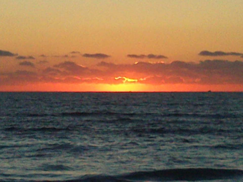 ...poslední západ slunce nad mořem...